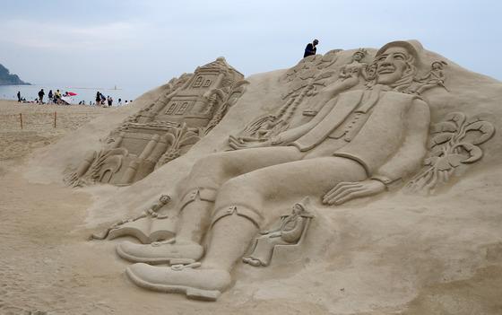 2016년 해운대 모래축제에 등장한 대형 모래조각 작품.