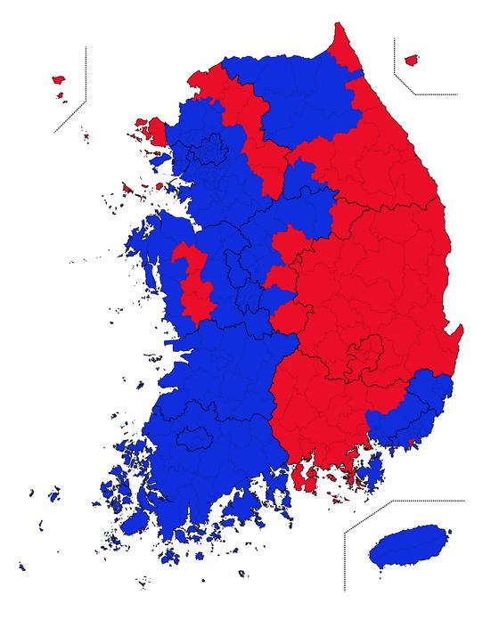 2017 대선에서 전국 시ㆍ군ㆍ구 별로 어떤 후보가 1위를 차지했는지 표시했다. 빨간색은 홍준표 후보가 1위, 파란색은 문재인 대통령이 1위인 지역이다. 데이터시각화=코드나무 김승범