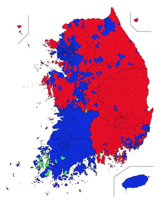 전국 읍·면·동별로 어떤 후보가 득표율 1위를 기록했는지 표시했다. 빨간색은 홍준표 후보가 1위, 파란색은 문재인 대통령이 1위, 초록색은 안철수 후보가 1위를 차지한 곳이다. 데이터 시각화=코드나무 김승범