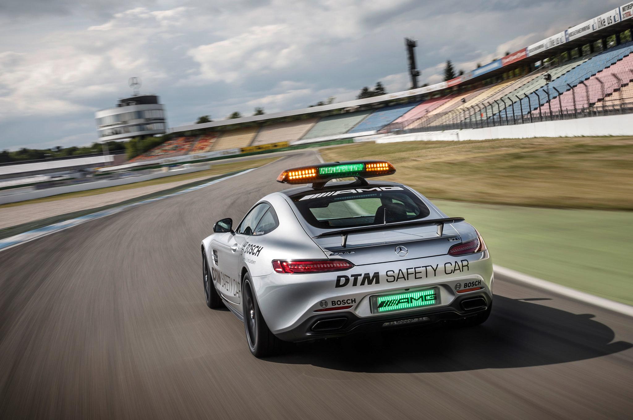 서킷의 포장면. 위아래 경사뿐 아니라 좌우 기울기가 얽힌 3차원의 공간이다. 사진 : Mercedes AMG DTM 홈페이지