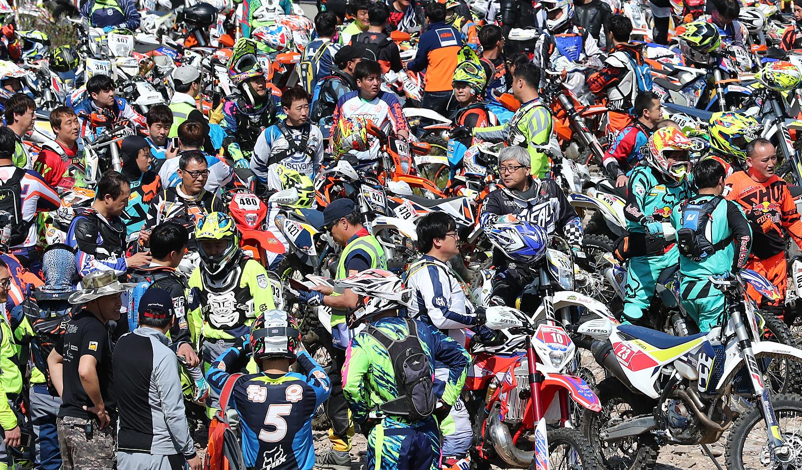 국내 최대 규모로 열린 이번 대회에 320여 명의 선수가전국에서 모여들었다.