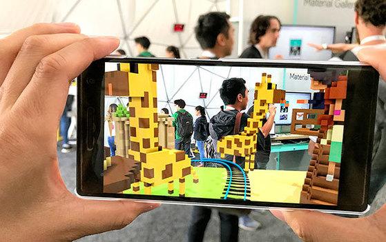 SK 텔레콤이 구글과 협력해 만든 가상·증강현실 콘텐트 'T 리얼 VR 스튜디오'. [사진 SK텔레콤]