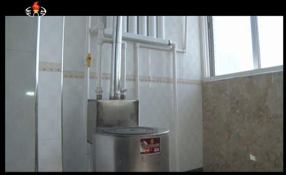 조선중앙TV는 '무동력 알탄 보이라'라는 제목의 과학영화를 방영하고 알탄(조개탄)을 이용한 보일러의 이용방법을 상세히 소개했다. [사진 조선중앙TV 캡처]