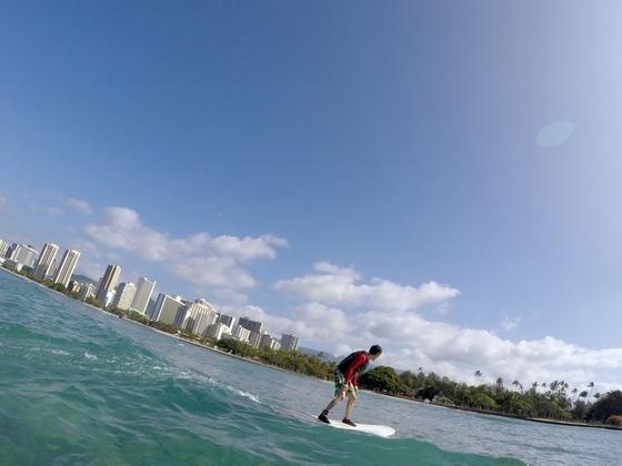 서핑 강습소가 몰려 있는 알라모아나 비치 파크.
