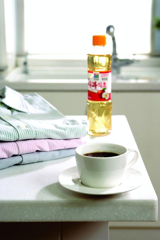 커피 얼룩은 식초로 제거한다. [중앙포토]