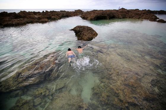 하와이 제도의 주도인 오아후의 매력은 다채로운 해변을 경험할 수 있다는 데 있다. 스노클링 포인트로 유명한 선셋비치.