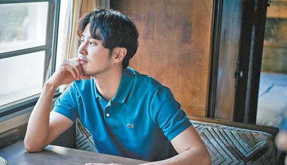 배우 김지석은 이번 시즌 새롭게 선보인 '프렌치 레귤러 핏'의 폴로셔츠를 선택했다. [사진 라코스테]