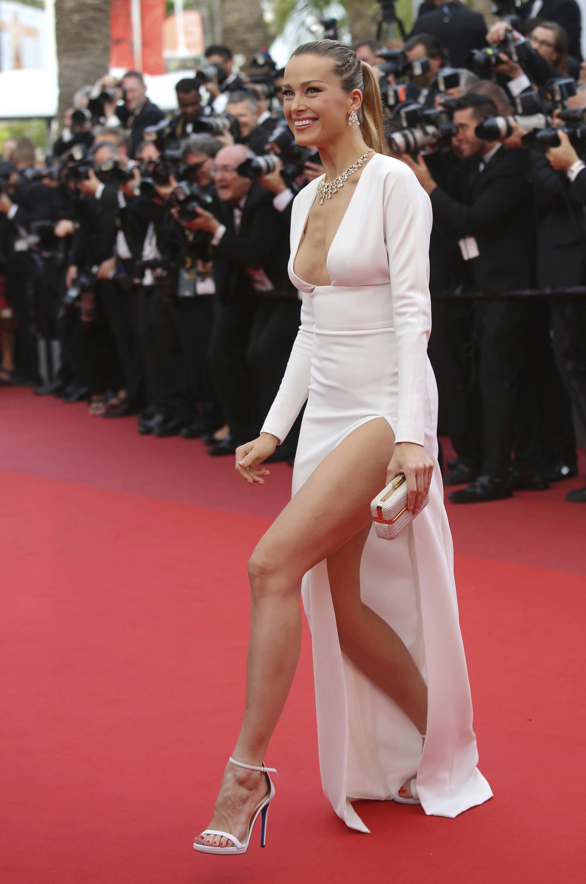 18(현지시간) 70회 칸국제영화제에서 영화 '러블리스'(Loveless) 시사회에 참석하기 위해 도착한 모델 페트라 넴코바.[AP=뉴시스]