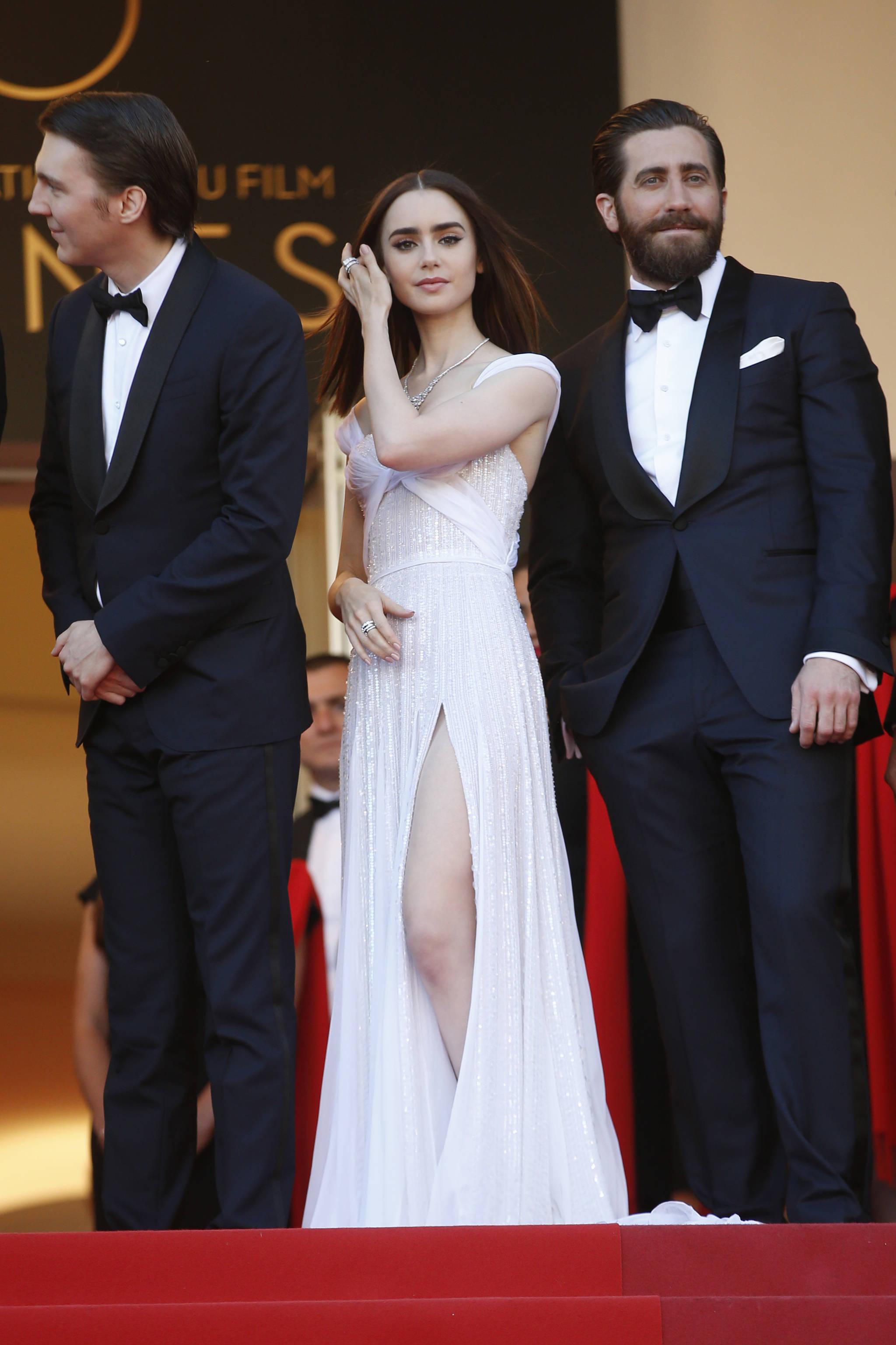 배우 폴 다노, 릴리 콜린스, 제이크 질렌할이(왼쪽부터) 19일 오후(현지시각) 프랑스 칸 르미에르 극장에서 열린 '제70회 칸 국제영화제(Cannes Film Festival)' 경쟁부문 출품작 영화 '옥자'(감독 봉준호) 레드카펫 행사에 참석했다. [AP=뉴시스]