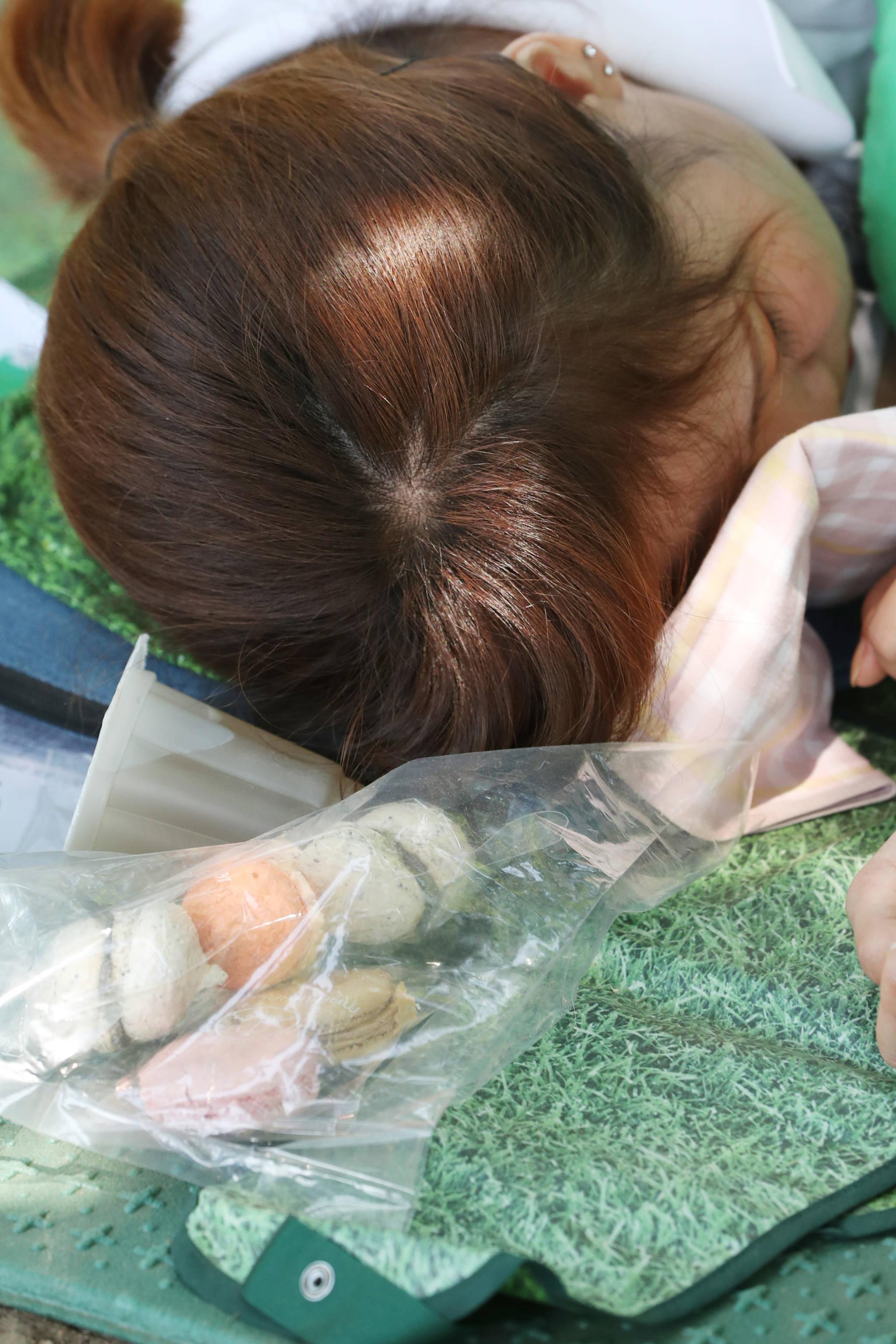 마카롱같이 달콤한 잠을 자고 있는 참가자.