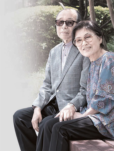 '56년 잉꼬부부' 백지용 정민소씨가 18일 국립암센터 뒤뜰에 앉아 있다. 정씨는 5년 전 76세에 남편에게 간을 기증했다. 세계 최고령 기록이다. [우상조 기자]