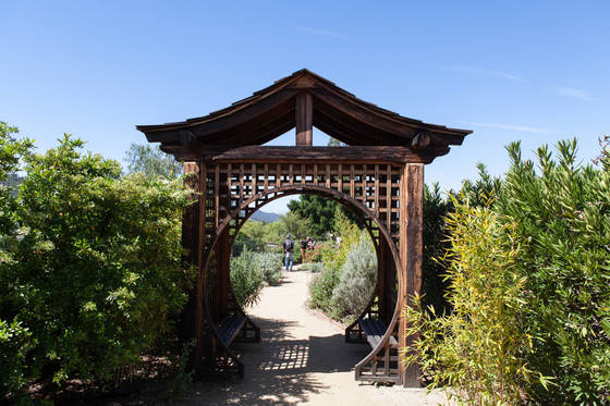 동양 분위기가 물씬 풍기는 메디테이션 마운트 정원. 사람들은 명상을 하기 위해 이곳을 찾는다.
