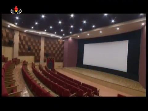조선중앙TV가 지난 28일 소개한 여명거리 극장의 모습. [사진 조선중앙TV 캡처]