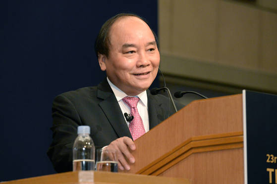5일 제23회 '아시아의 미래' 국제포럼에서 기조강연 중인 응우옌 쑤언 푹 베트남 총리.<br>