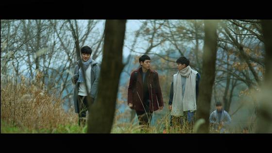 영화 '산상수훈'의 한 장면. 8명의 신학생들은 '산상수훈'에 담긴 예수의 영성을 좇아간다.