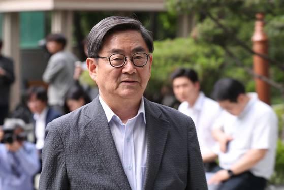 안경환 법무부 장관 후보자가 6월 12일 자택 앞에서 내정 소감을 말하고 있다. 김상선 기자