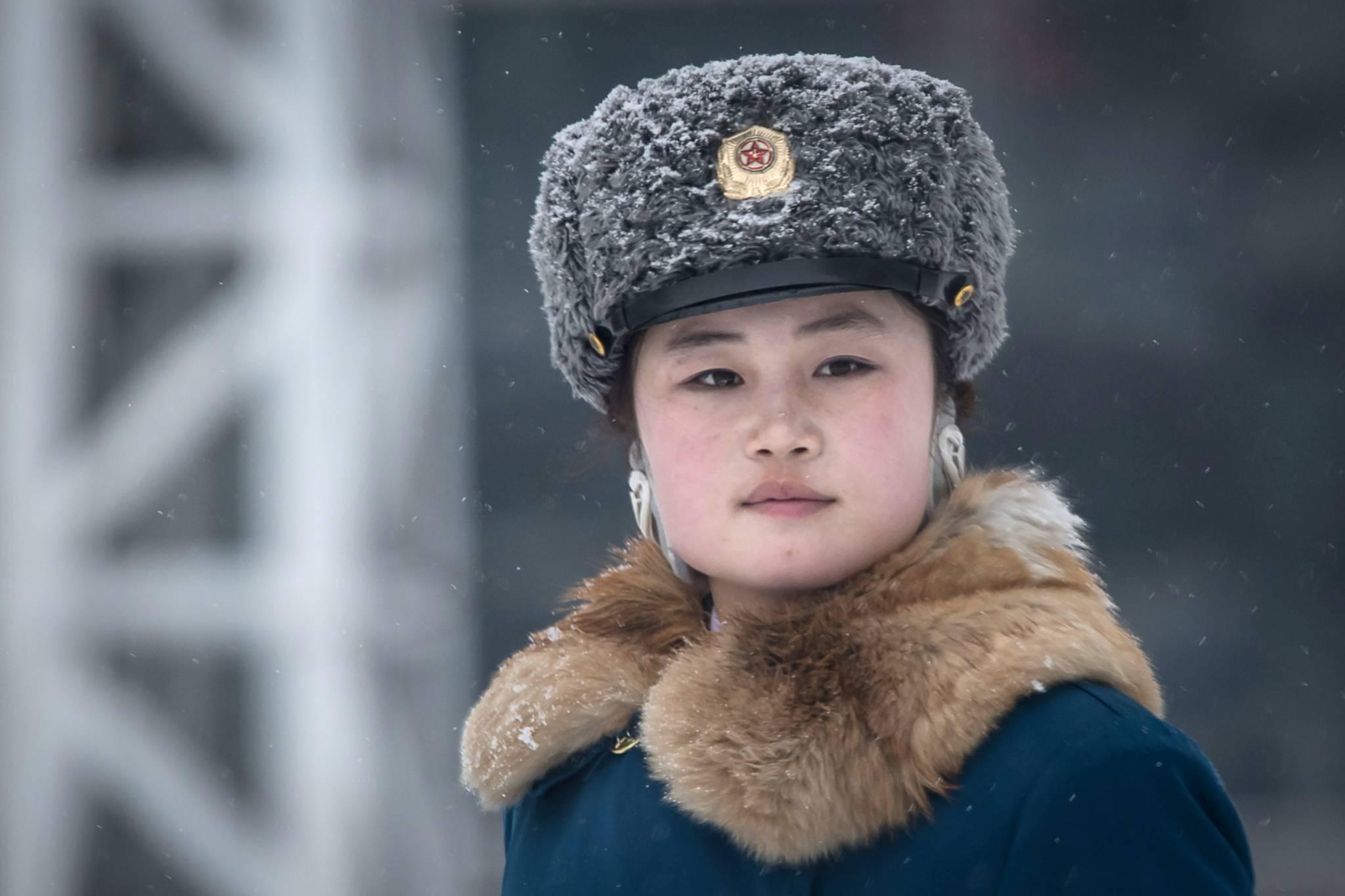 지난 2월22일 북한 평양 시내 교차로에서 교통지도를 하고 있는 여성 교통보안원.[AFP=연합뉴스]