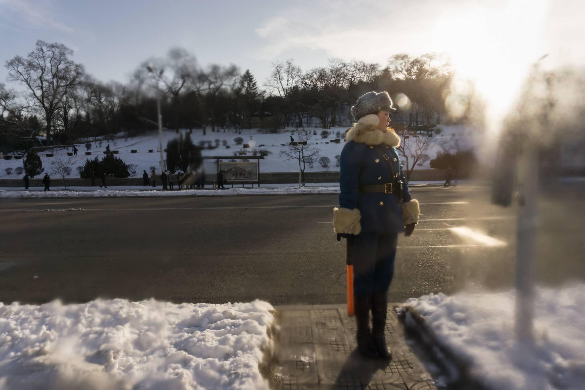지난 2월23일 북한 평양 시내 교차로에서 교통지도를 하고 있는 여성 교통보안원.[AFP=연합뉴스]