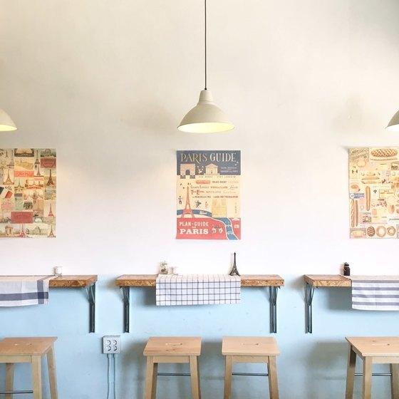 해방촌 식당은 대부분 33~66㎡(10~20평) 내외로 작다. 허름한 외관과 달리 내부는 독특한 개성을 뽐낸다. [사진 토스트프랑세]