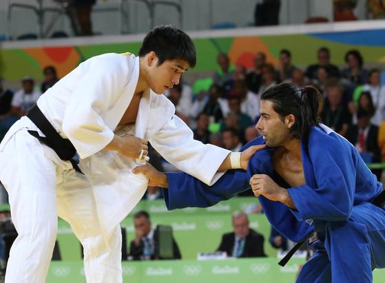 리우올림픽 남자 73kg급에 출전한 유도국가대표 안창림(왼쪽). [올림픽사진공동취재단]