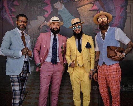 피티워모에서는 원색 옷차림의 남성들을 어렵지 않게 마주칠 수 있다. [사진 @dailyartur]
