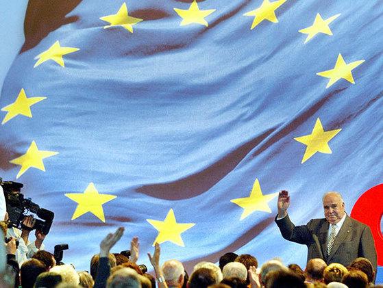 2004년 독일에서 선거 유세에 나선 콜. [AP=연합뉴스]