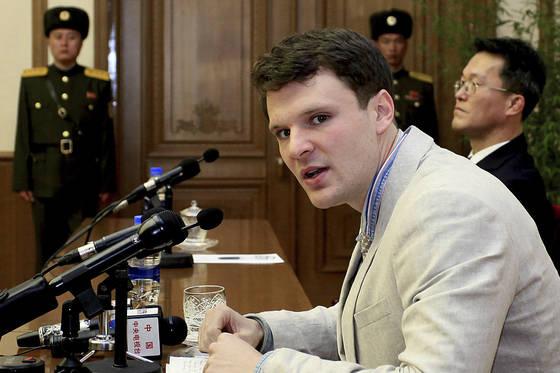 지난 2월 29일 기자회견 중인 웜비어. 조선중앙통신은 그가 범죄행위에 대해 사죄했다고 보도했다. [AP=연합뉴스]