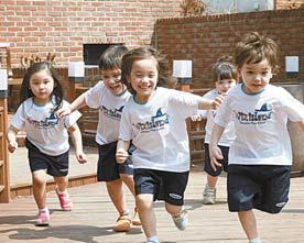 위즈아일랜드는 유아 놀이교육기관으로 30여 개 가맹점이 있다. [사진 교원그룹]