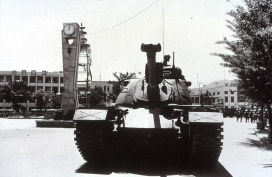 1980년 5·18 민주화운동 당시 옛 전남도청을 장악한 계엄군. [사진 5·18 기념재단]