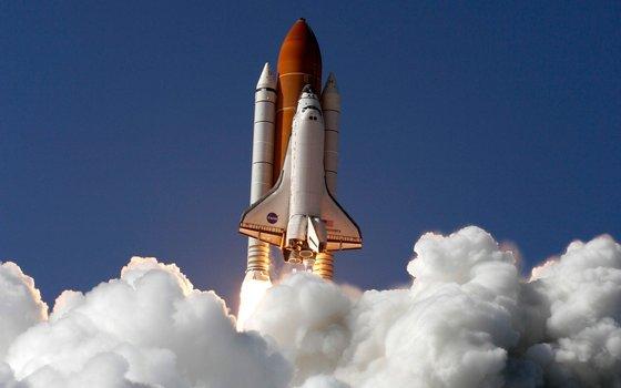 '스페이스 셔틀셔틀(space shuttle·우주왕복선)'.