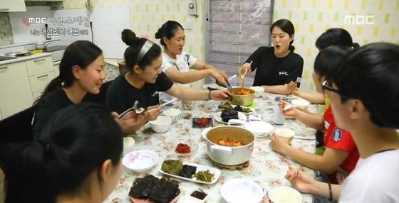 여군들의 식사 장면이다. [사진 MBC 방송화면]