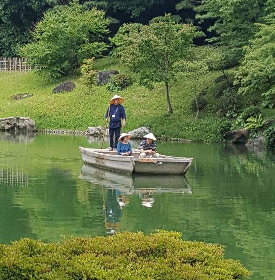 일본의 정원문화재 가운데 가장 넓다는 리쓰린 공원. 상투적이지만 ?그림 같다?란 표현이 딱 어울린다.