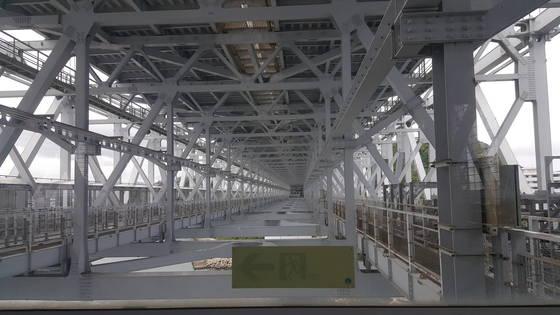 나루토 소용돌이를 걸어서 볼 수 있는 오나루토교의 아랫층 구조.