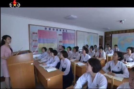 """조선중앙TV는 지난 2일 평양관광대학에서 """"교육의 질을 높이고 학생들을 실천형의 인재들로 키우고 있다""""고 소개했다. [사진 조선중앙TV캡처]"""