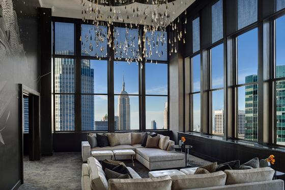 세계적인 여행 전문지 '트래블 앤 레저' 미국판이 뽑은 '뉴욕 최고의 호텔' 10위에 오른 롯데뉴욕팰리스스위트룸.[사진 롯데호텔]
