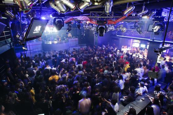 홍대 앞의 한 클럽 풍경. 위 사진은 기사 내용과 무관함. [중앙포토]