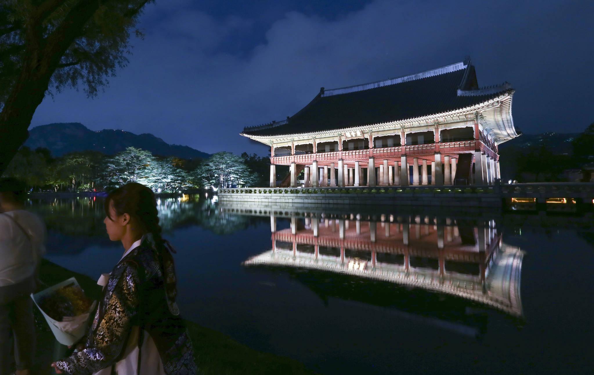 경회루는 근정전, 종묘 정전과 함께 조선시대 3대 목조건물이다. 연못과 정원으로 꾸며져 있다. 임현동 기자