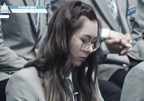 긴 앞머리를 묶은 장문복의 '프로듀스 101' 출연 당시 모습. [사진 방송캡처]