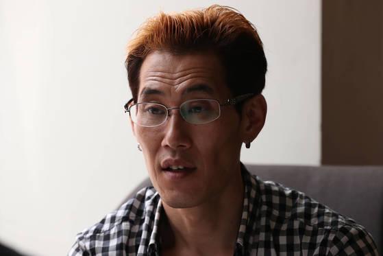 13일 이태원 한 카페에서 추방된 입양인 한호규씨가 인터뷰를 하고 있다. 우상조 기자