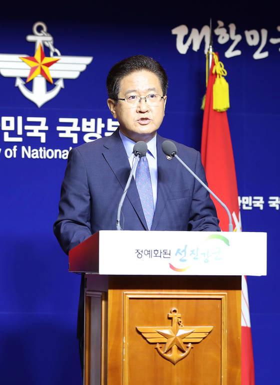 서주석 국방부 차관이 17일 오전 국방부 브리핑룸에서 21일 남북군사회담 개최를 제의하고 있다. 우상조 기자