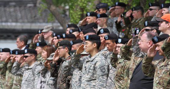 용산 미군 기지에서 열린 행사에 참여한 미군과 카투사 병사. [사진 주한미군]