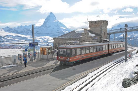 체르마트에서 고르너그라트 산악열차를 타고 종점에 도착했다. 마테호른 봉우리가 손에 닿을 듯 가까웠다.