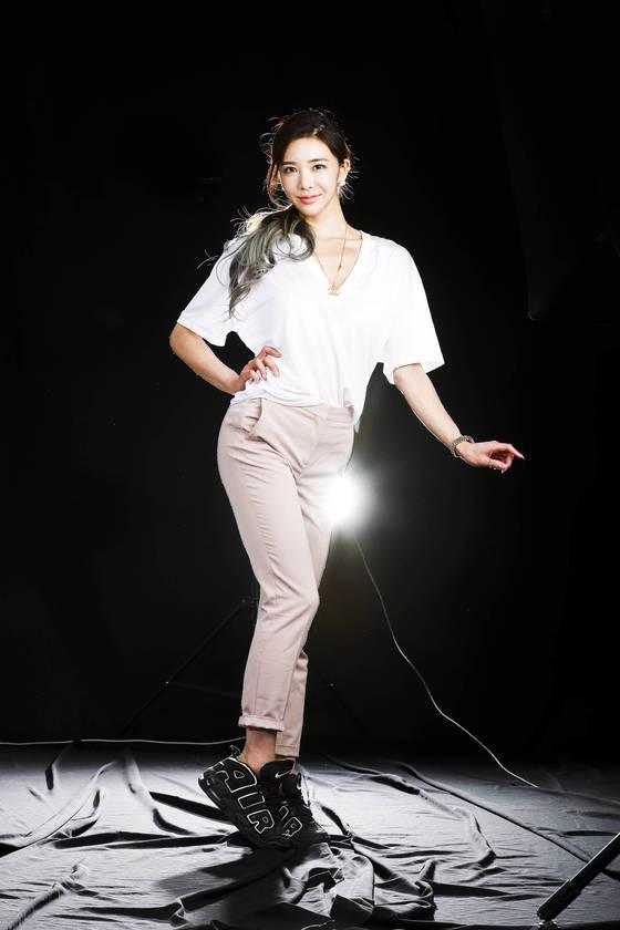 머슬마니아 이연화 선수가 15일 오후 서울 서소문 중앙일보 스튜디오에서 포즈를 취하고 있다. 김경록 기자 / 20170515