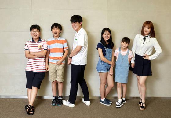 사춘기 고민에 대해 진솔한 이야기를 나눈 최지웅·김민제·최상인·홍민주·이은채·한유민 학생.