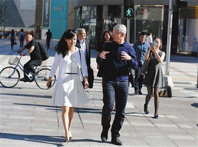 류칭과 팀 쿡 애플 CEO. [출처: 바이두]