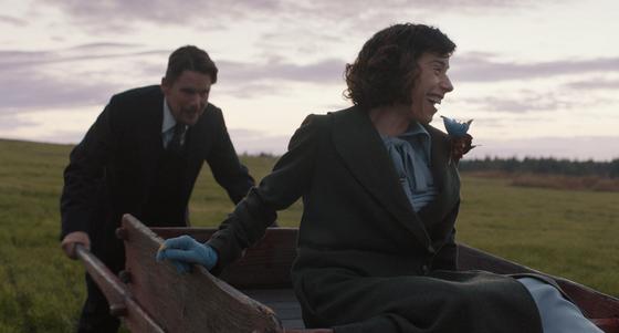 입소문으로 개봉 4일 만에 6만 관객을 동원한 영화 '내 사랑'의 한 장면. 캐나다 여성화가 모드 루이스에 관한 영화다.[사진 오드]