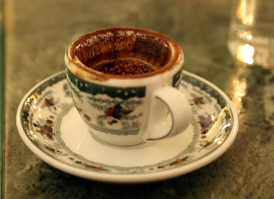 감브리누스에서만 맛볼 수 있는 달달한 커피, 스트라파차토.