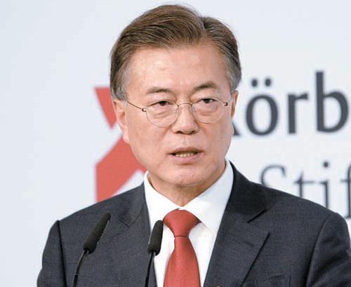 문재인 대통령이 지난 6일 베를린에서 북핵 동결과 남북 정상회담 등을 포함한 신 한반도 평화비전을 발표하고 있다. [뉴시스]
