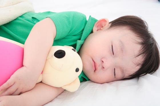 잠자는 아기 [중앙포토]