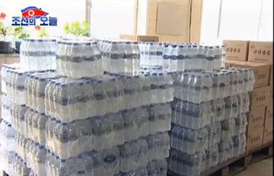 능라도 신덕샘물공장에서 생산된 '신덕샘물'은 평양의 호텔들에서 외국인들에게 공급되고 있으며 중국을 비롯한 동남아시아 등 외국으로 수출되고 있다. [사진 '조선의 오늘' 캡처]